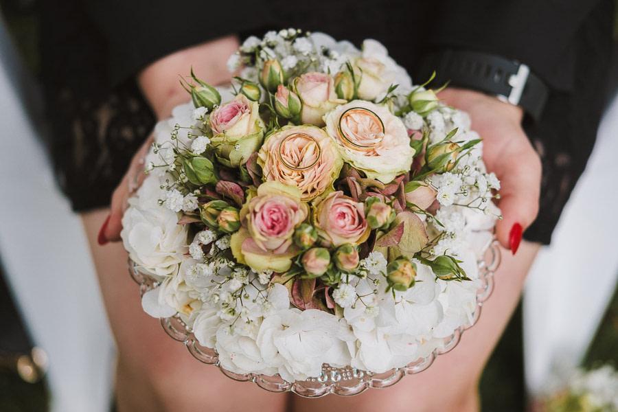 Ringkissen aus Blumen