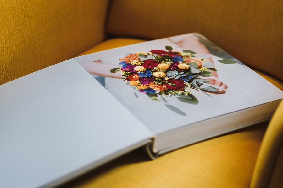 Erste Seite vom Album zur Hochzeit