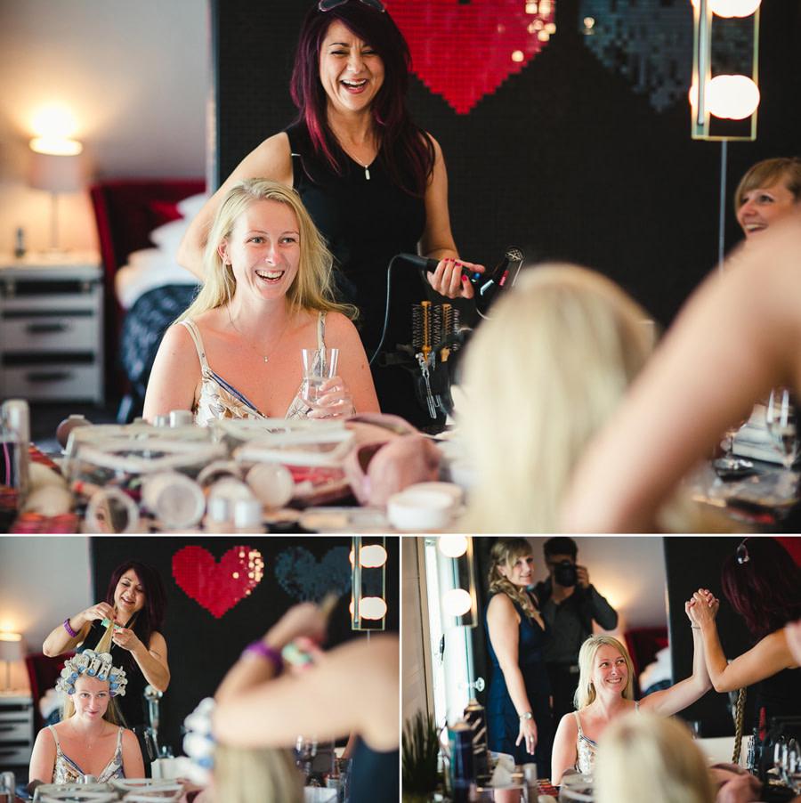 Foto Spiegelung Braut bei Styling in der Hochzeitssuite mit Visagistin Yasmin Vardar gut gelaunt